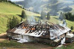 Un chalet d'alpage détruit par le feu à Charmey