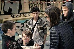 Dans  Nous, La Vague , cinq adolescents se font justiciers