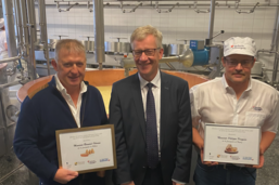 Le Conseil d'Etat distingue deux producteurs de fromage