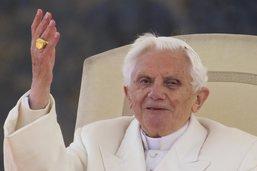 Benoît XVI appelle François à ne pas ordonner d'hommes mariés