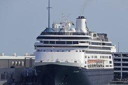 Le Zaandam avec ses passagers malades accoste en Floride