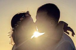 «Embrasser fait vivre mieux»