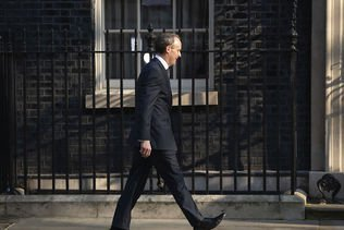 Le gouvernement britannique envisage de prolonger le confinement