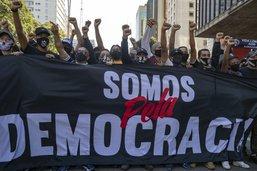 Heurts entre partisans et adversaires de Bolsonaro à Sao Paulo