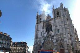 Une cathédrale gothique à nouveau endommagée par un incendie
