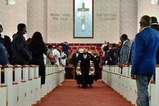 Hommage dans l'intimité à Raeford pour le Noir tué à Minneapolis