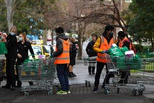 L'Australie reconfine Melbourne, flambée des cas aux Etats-Unis
