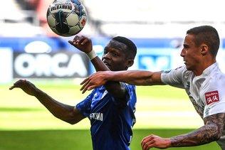 Matondo rappelé à l'ordre pour avoir porté un maillot de Dortmund