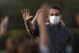 Bolsonaro, contaminé, se promène à moto et discute sans masque