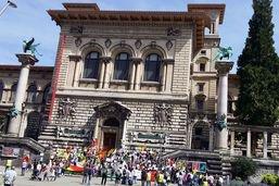 Des Kurdes manifestent contre la division de leur peuple