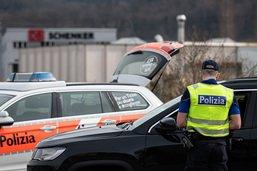 Douze personnes arrêtées dans des contrôles de plusieurs polices