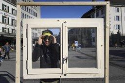 Photographiés à Fribourg, les visages de l'aide sociale s'exposent