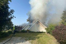 Maison en feu à Esmonts