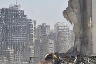 Des Libanais prennent d'assaut des ministères à Beyrouth