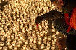 890 bougies pour les victimes du Covid