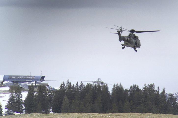 Un hélicoptère chasse les tétras-lyres