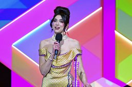 La chanteuse Dua Lipa sacrée lors de Brit Awards très féminins