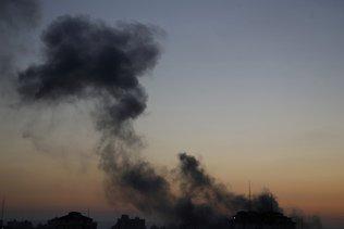 Israël bombarde Gaza, émissaire américain  là pour des entretiens