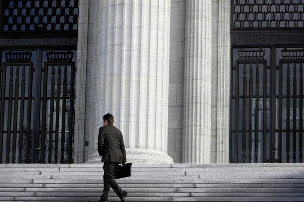 Les dons des juges polarisent