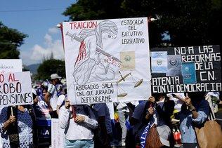 Des milliers de manifestants contre le président Bukele
