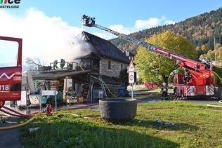 Incendie dans une menuiserie de Chézard-Saint-Martin (NE)