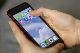 Les Suisses utilisent leur smartphone plus longtemps